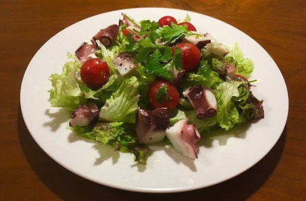 タコとトマトのパクチーサラダ