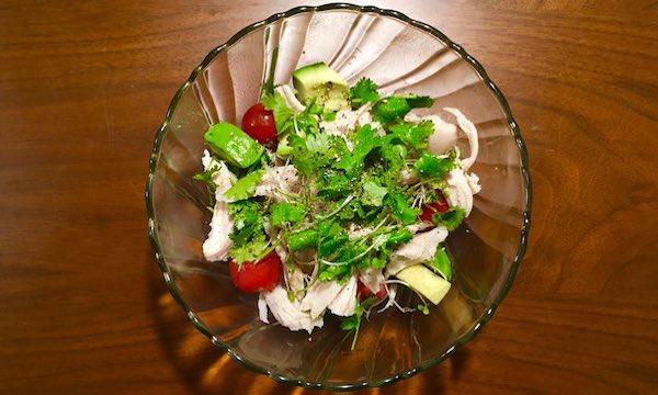 サラダチキンとパクチーのサラダ
