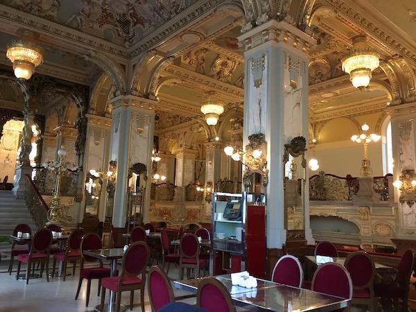 世界一豪華なカフェ、ブダペストのニューヨークカフェ
