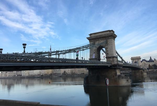 ドナウ川にかかる橋が美しい街・ハンガリー・ブダペスト