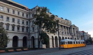 ブダペストの2番トラムがかわいらしい