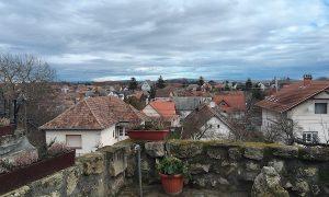 ハンガリー・ブダペストから車で30分!ワイナリーが並ぶ美しい村「エチェク(Etyek)」