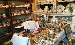 お手頃価格でアンティークの食器が見つかるお店「Antiklaedle régiségbolt」@ブダペスト