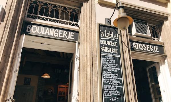 ハンガリー・ブダペストでおいしいパン屋さん探し(その5) 〜「à table!」〜