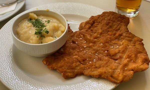 ハンガリー伝統料理を味わうならリスト音楽院近くの「メンザ(Menza)」がおすすめ