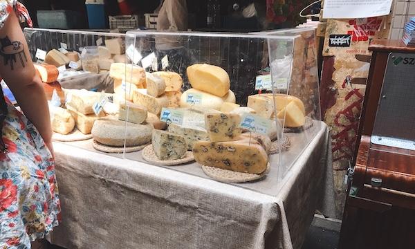 日曜限定で開催されるファーマーズマーケット「Szimpla Sunday Farmers' Market」