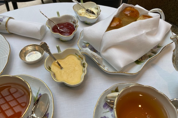 ヘレンドの食器で豪華な時間を楽しめる「ヘレンド・アフタヌーンティー」@フォーシーズンズ ブダペスト