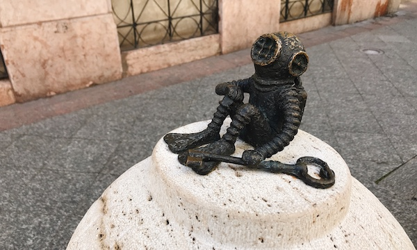 ブダペスト散歩のお楽しみ!アーティストKolodko (コロドコ)氏の小さな彫刻や銅像