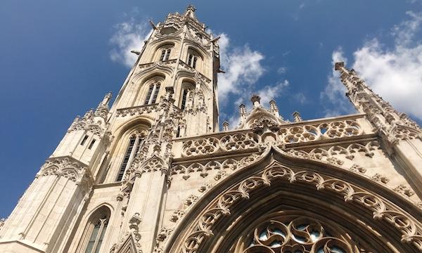 漁夫の砦のすぐ近く歴史あるマーチャーシュ聖堂へ@ハンガリー・ブダペスト